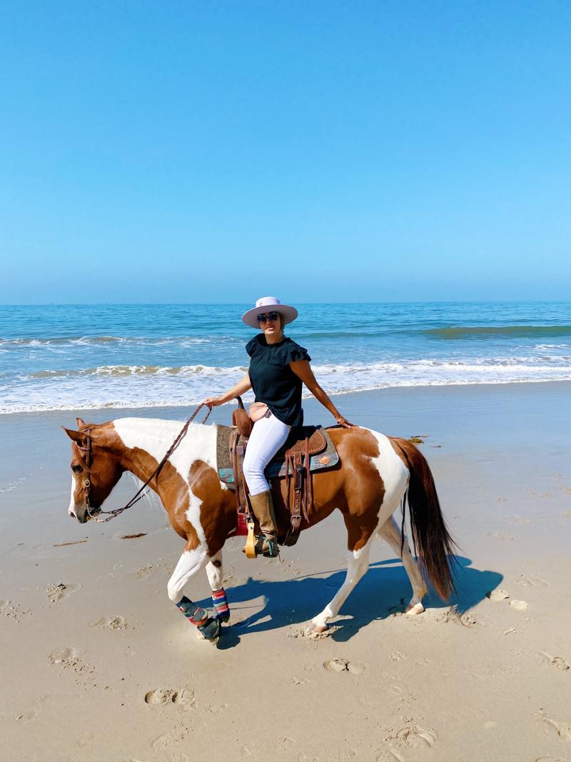 A blogueira de Horses & Heels Raquel e seu Paint Horse