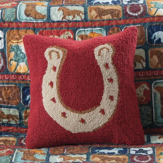 Almofada vermelha em forma de ferradura