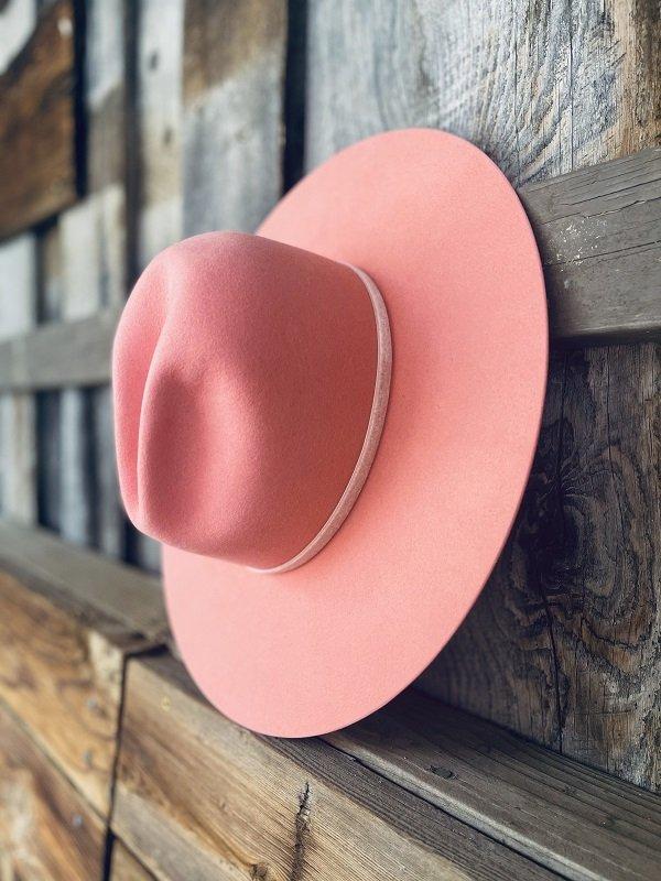 Chapeau en feutre rose de Kemo Sabe